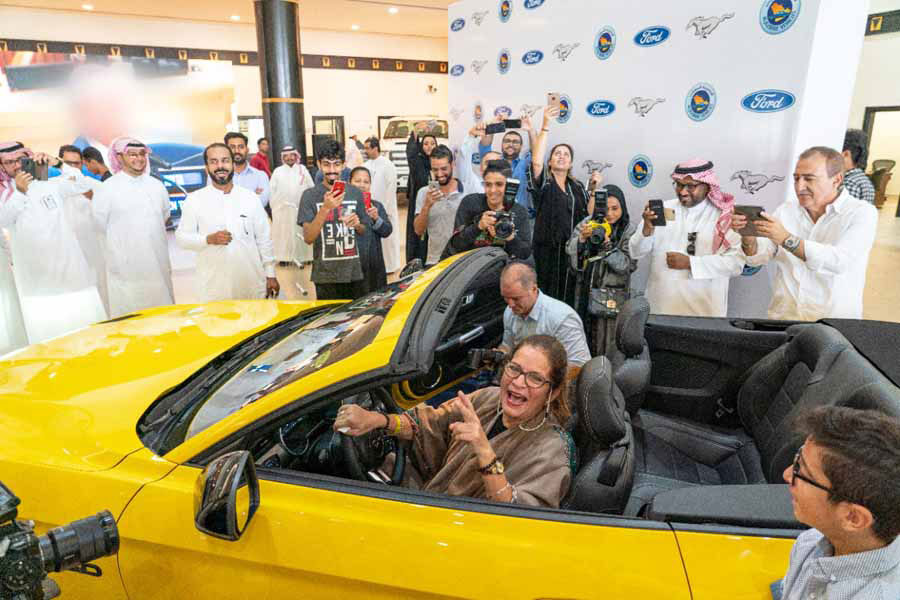 Ford regaló un Ford Mustang GT Convertible a Mujer Saudita